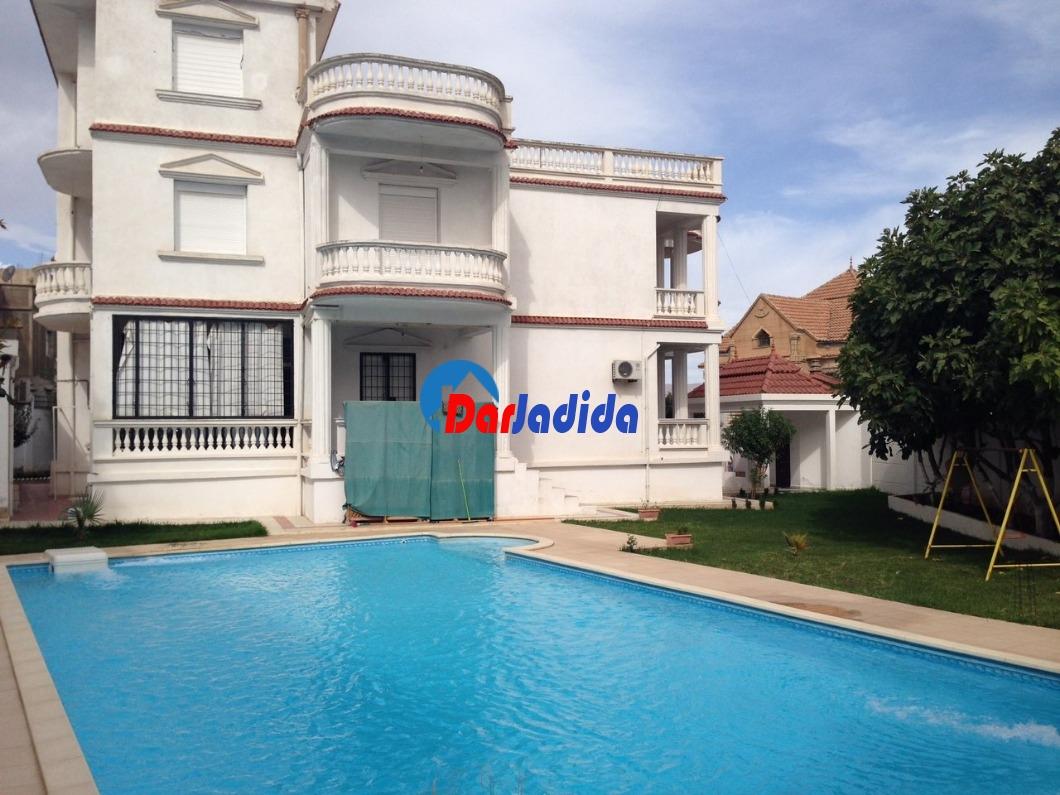 Vente Villa F10 ou +  Bouira
